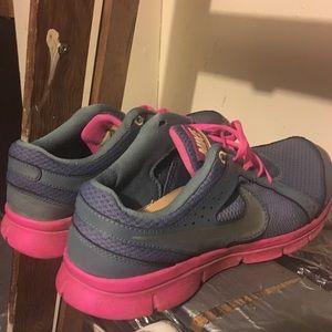 Super Cute Women's Nike's 9.5